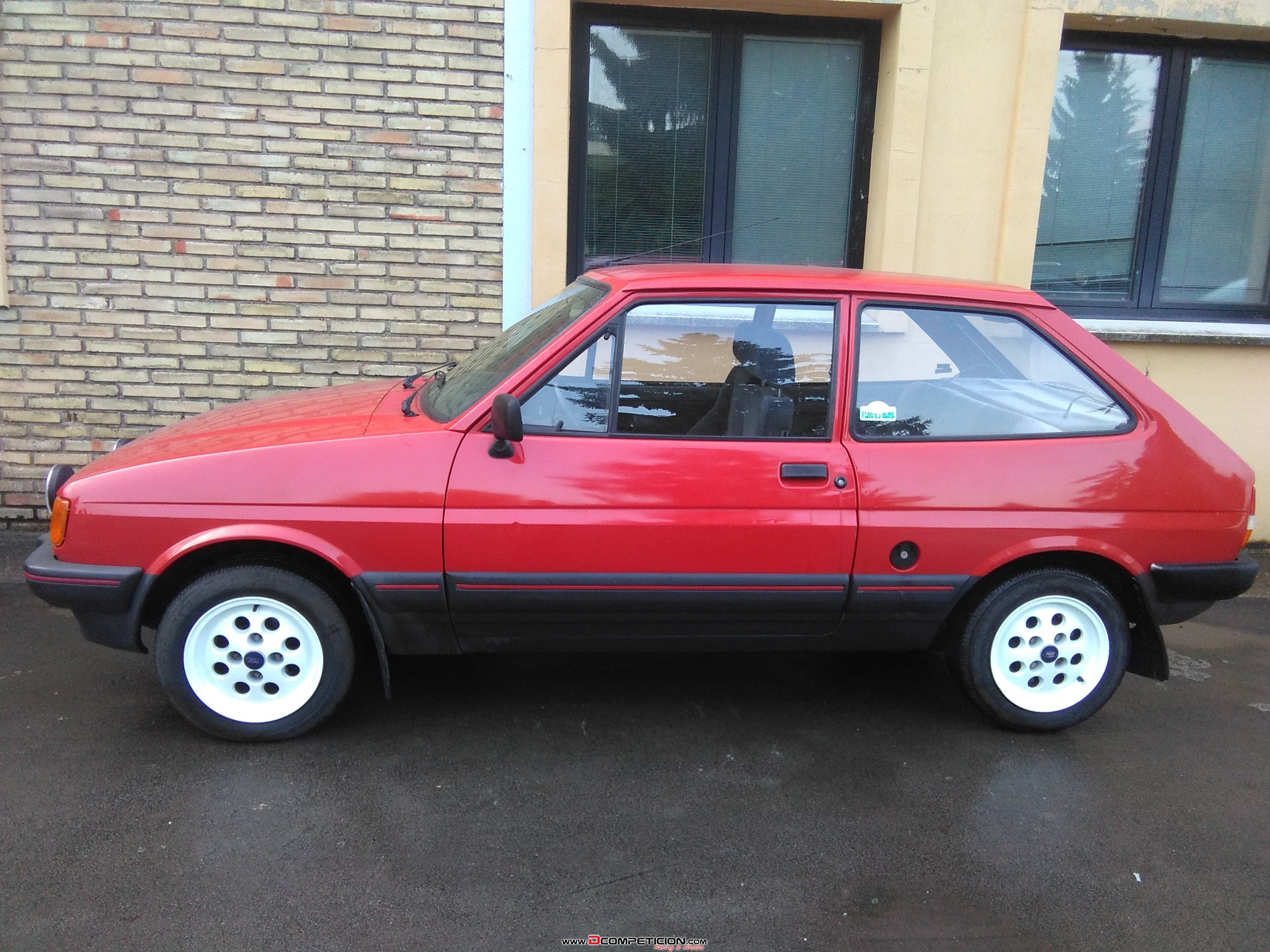 Foto3 Ford Fiesta 1. 4 S 75CV - 1988 - rally regularidad